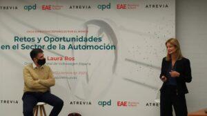 Laura Ros (Volkswagen) y Josep Mª Altarriba (EAE) participan en el acto realizado el pasado 10 de diciembre sobre los retos y oportunidades del sector de la automoción